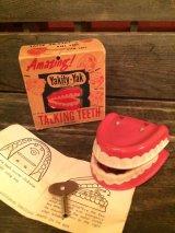 Wind-Up Talking Teeth Yakity-Yak