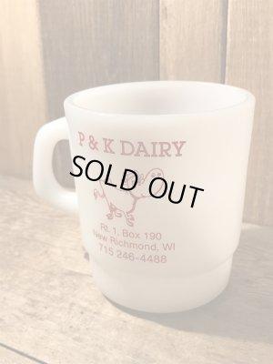 企業物のミルクガラス製のヴィンテージマグカップ
