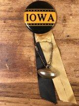 """Iowa"" Foot Ball College Pin Back カレッジ ビンテージ 缶バッジ フットボール 50〜60年代"
