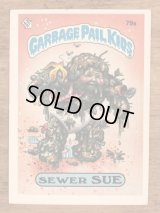 """Topps Garbage Pail Kids """"Sewer Sue"""" Sticker Card 79a ガーベッジペイルキッズ ビンテージ ステッカーカード 80年代"""
