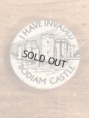I Have Invaded Bodiam Castleのメッセージが書かれたビンテージ缶バッジ