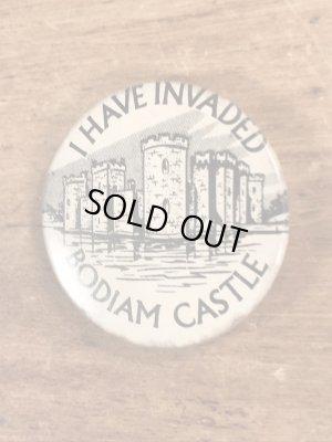 I Have Invaded Bodiam Castleのメッセージが書かれたヴィンテージ缶バッチ