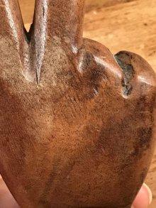 他の写真1: Wooden Peace Sign Figurine ピースサイン ビンテージ 置物 木彫り 70年代