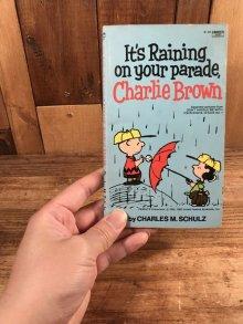 """他の写真3: Peanuts Snoopy """"It's Raining On Your Parade, Charlie Brown"""" Comic Book スヌーピー ビンテージ コミックブック 70年代"""